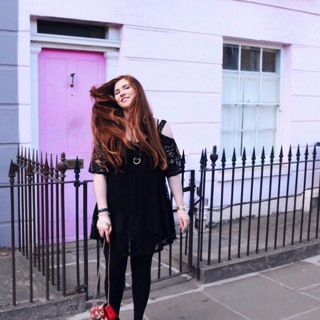 Fashion Blog deutsch mit langen Haaren Modebloggerin rote Tasche schwarzeshellip