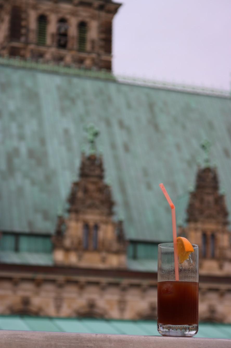 Kaffee-Cocktail-Rathaus-Hamburg-Ausblick-Travel-Blogger-Deutschland