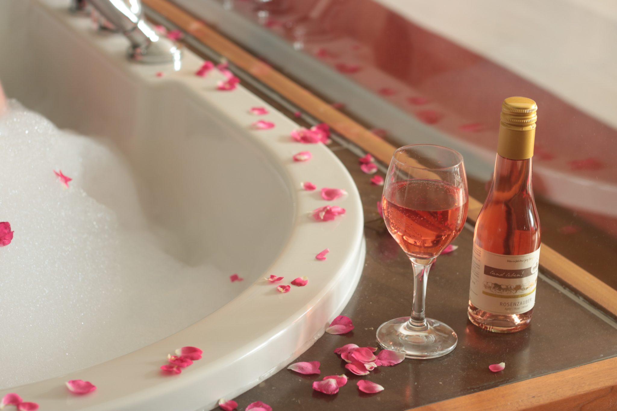 Wein-in-Badewanne-trinken