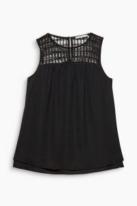 schwarzes-spitze-top-winter-outfit