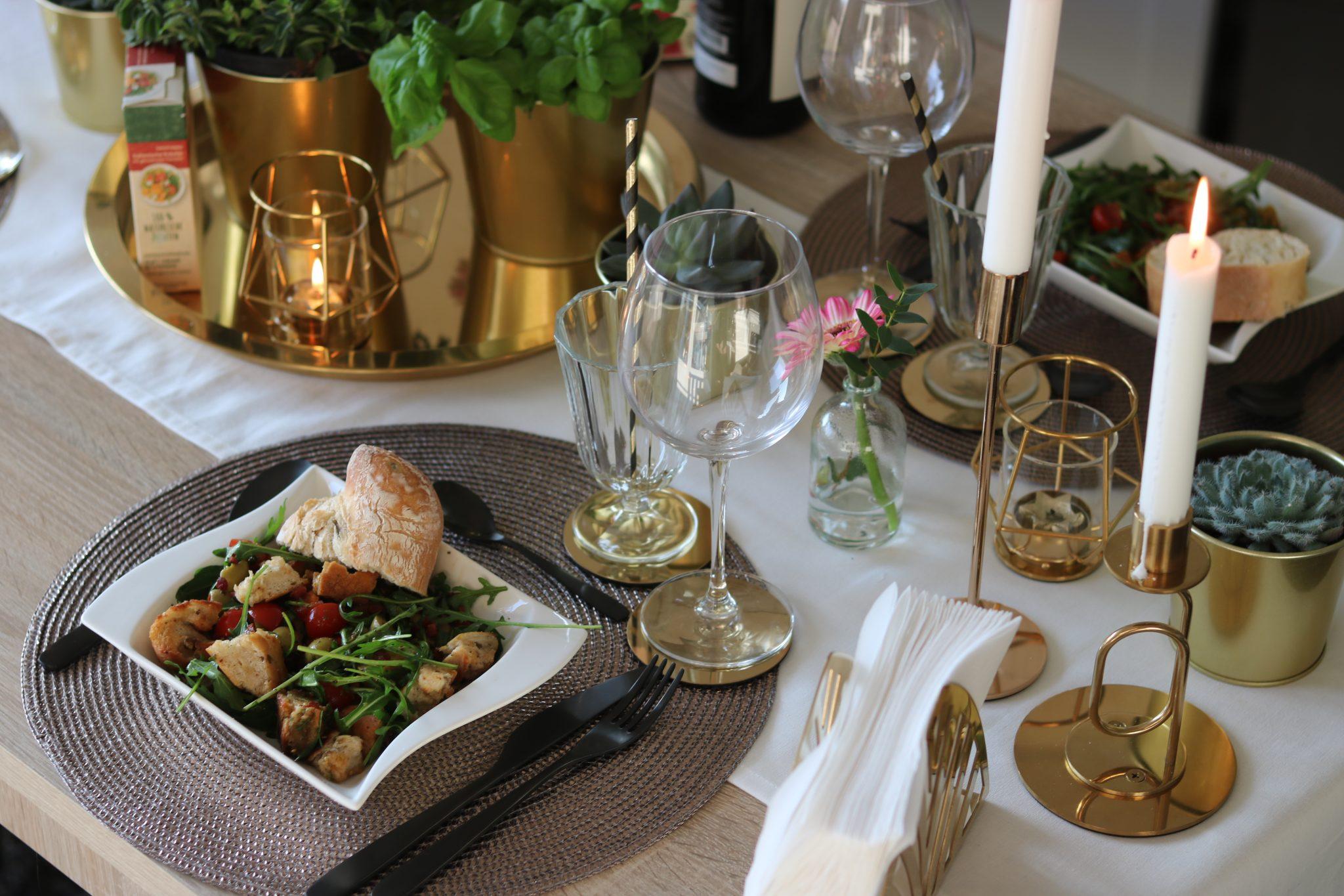 knorr-natürlich-lecker-fix-produkte-brot-salat-gedeckter-tisch-gold