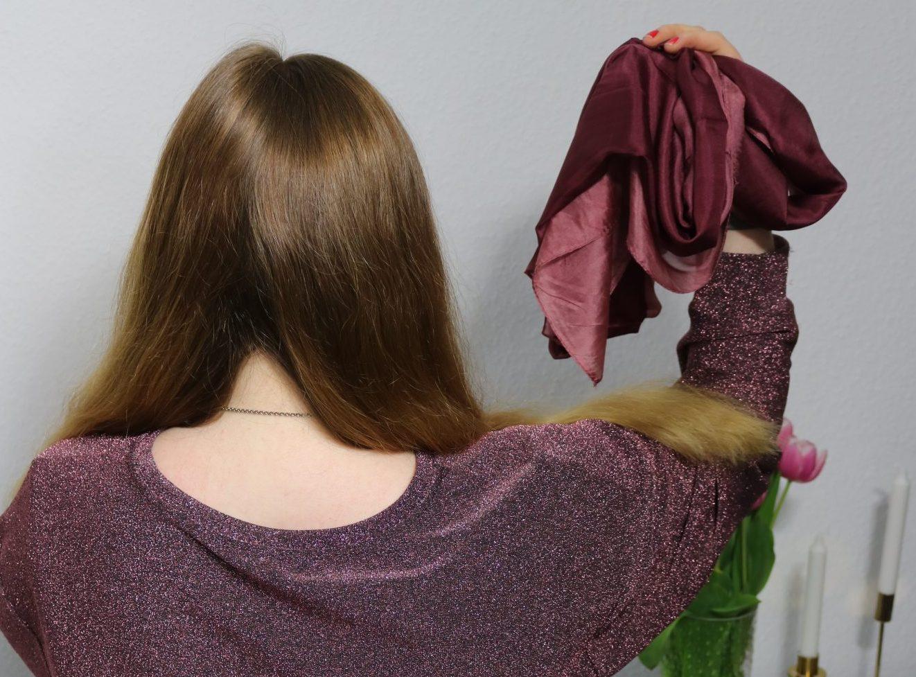 Haare selber flechten Anleitung einfache Frisur für Oktoberfest Haarkranz Flechtfrisur